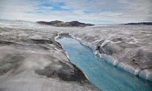 Dark-snow-Greenland-014